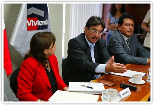 Ministro de Vivienda Cornejo y colector