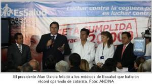 el-presidente-alan-garcia-felicito-a-los-medicos-de-essalud-que-batieron-record-operando-de-catarata-foto-andina
