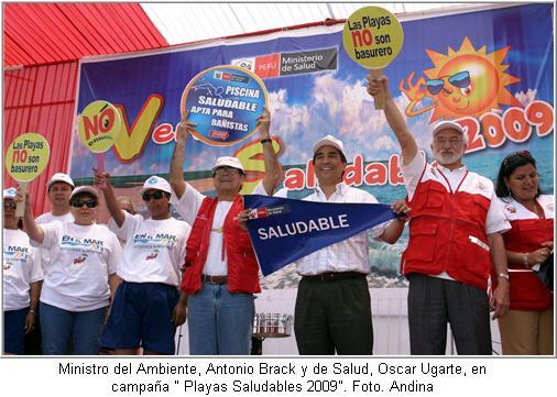 ministro-del-ambiente-antonio-brack-y-de-salud-oscar-ugarte-en-campana-playas-saludables-2009