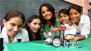 Escolares del colegio limeño Mercedes Cabello, participarán en Concurso Internacional de Robótica en la ciudad de Atlanta en los Estados Unidos. Foto: ANDINA