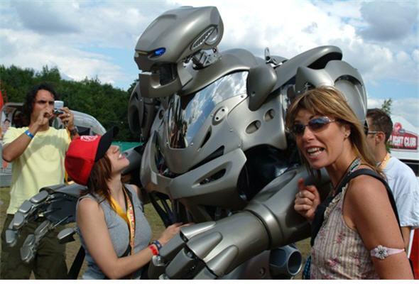 titan-robot-futuro-calle2-noticias-post