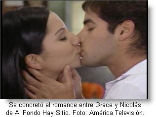 Grace y nicolás se dan su primer beso como enamorados.