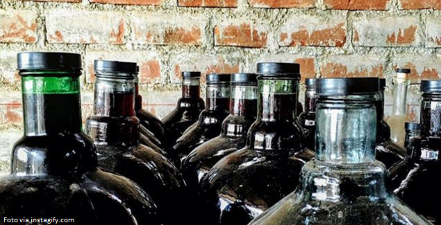 La bebida alcohólica Cachina de Ica embotellada en damajuana de vidrio