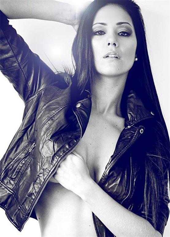 Karen Schwarz, chica sexy - noticias