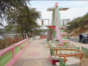 paseo turicarami frente al rio Chira