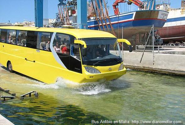 Imagen de la rampa para bus anfibio en el país de Malta