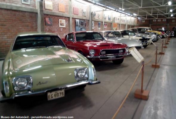 Colección de automóviles antiguos en Lima