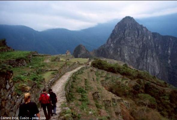 ruta hacia la ciudadela de Machu Picchu