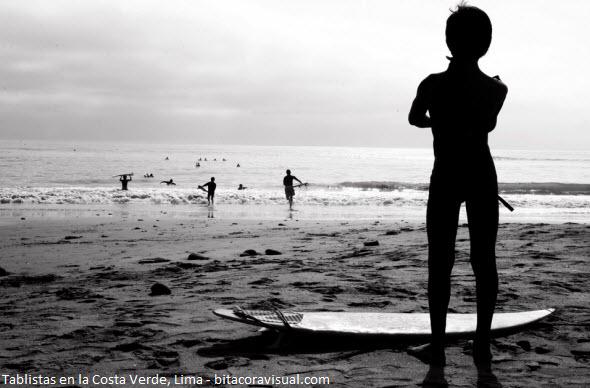 instructores de surf en las playas de Lima