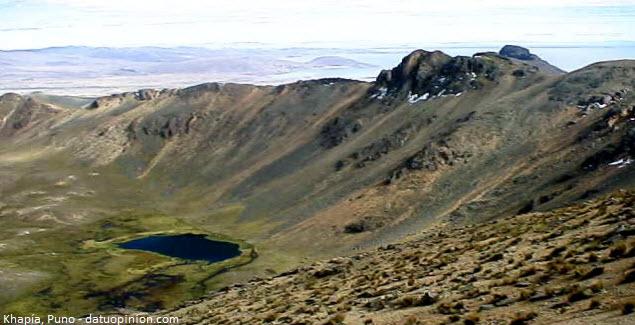 volcán khapia cerca a Lago Titicaca