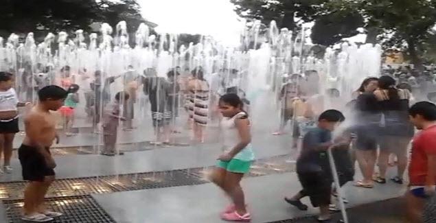 Las piletas de agua son las preferidas de los niños en el Circuito Mágico de Aguas