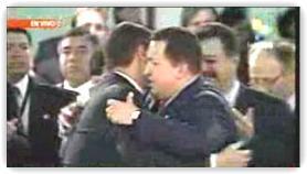 Abrazo pdte Correa y Chávez en Grupo de Río