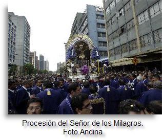 senor-de-los-milagros-en-procesion