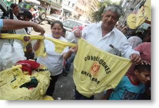 compra-de-prendas-amarillas-para-recibir-el-ano-nuevo-2009