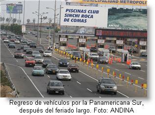 regreso-de-vehiculos-por-la-panamericana-sur-despues-del-feriado-largo-foto-andina