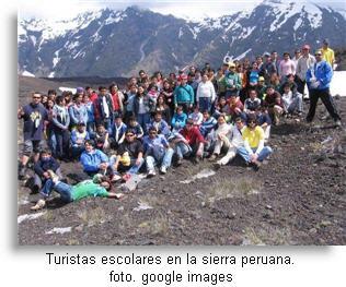 Promoción escolar durante su soñado viaje por la sierra de Perú