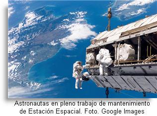 astronautas-mantenimiento-estacion-espacial-d-post