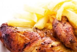 Delicioso pollo a la brasa con papas fritas - Cocina peruana