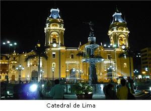 Fachada de la Catedral de Lima por la noche