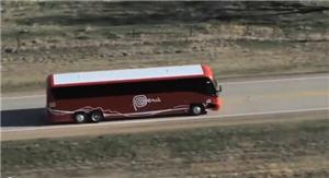 Bus de la marca Perú rumbo a la ciudad de Perú en Nebraska