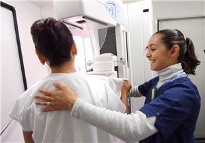 Mujer trabajadora en el campo de la salud