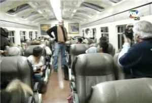 Logan Merz desfilando como modelo en el tren del Cusco