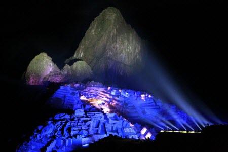 Machu Picchu iluminada