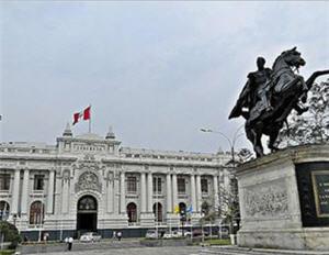 Plaza Bolívar en Lima se reabre después de 14 años