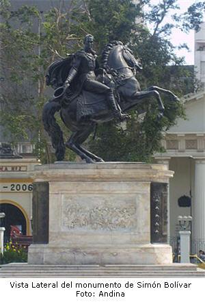 Plaza Bolívar en Lima reabre sus rejas después de 14 años