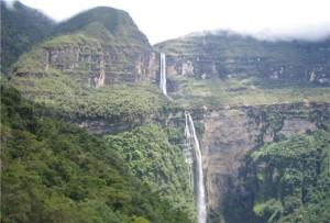 Imagen de la impresionantes Catarata Gocta en Chachapoyas
