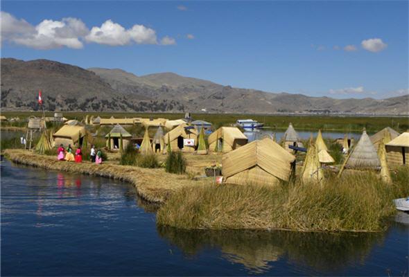 Turismo vivencial es realizado en la isla flotante de los uros