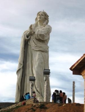 Estatua Gigante de la Virgen de la Concepción en Huancayo