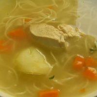 Beneficios de la dieta blanda: Caldo de pollo