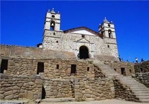 Templo construido sobre edificaciones preincas en Ayacucho