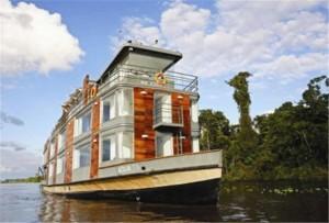 Turismo e lujo en Iquitos viajando en cruceros