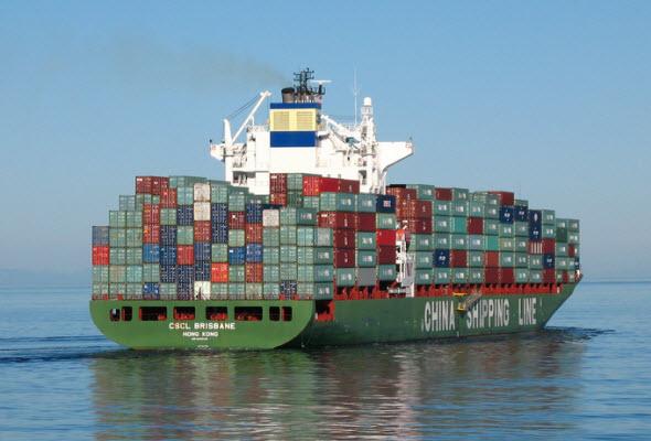Barco de China con varios conteiner de productos a Perú