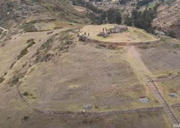 La cima de una edificación en el complejo arqueológico de Sondor en Apurímac
