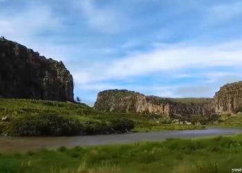 Vista de los Tres Cañones de Sucuytambo en Cusco
