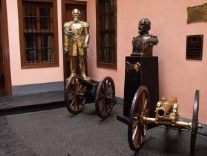patio principal del museo de combatientes de Morro de Arica