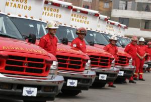 bomberos del peru en el jiron  de la union