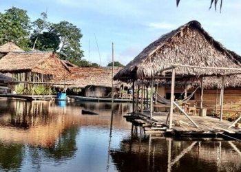 Camiri hotel flotante en Iquitos Perú
