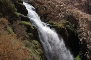 Turismo de aventura en la catarata de Mollesaja