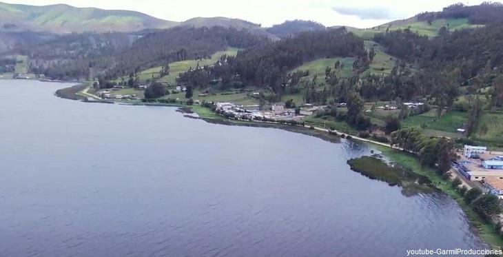 Vista panorámica de la Laguna de Pacucha