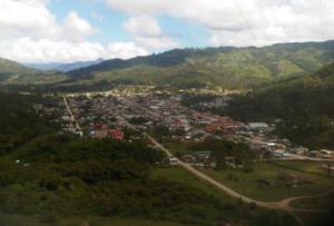 Vista panorámica de Villa Rica, distrito del café en Pasco