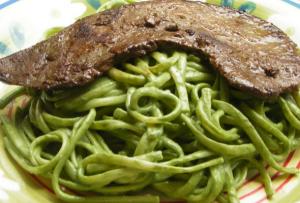 plato típico italiano pesto