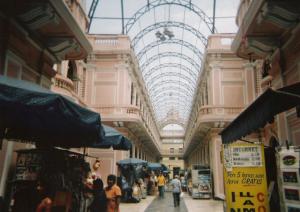 Venta de filatelia en el Correo Central de Lima