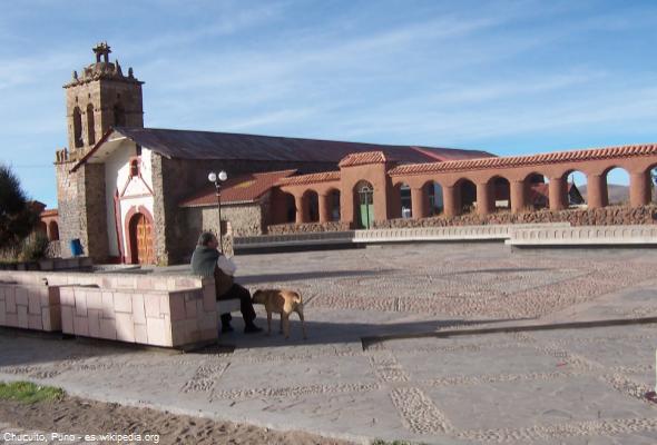 Chucuito frente al Lago Titicaca