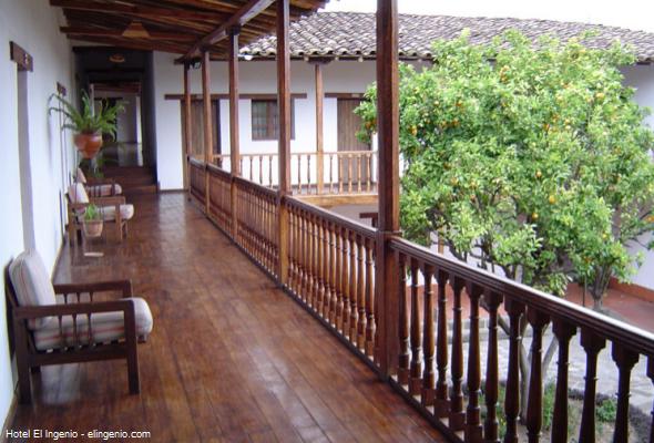 Balcones de estilo colonial en el Hotel El Ingenio, Cajamarca