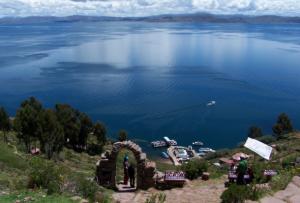 Vista panorámica de la Isla de Taquile en Puno