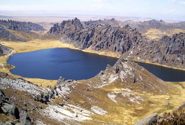Punrun, una azulada laguna en las alturas de Cerro de Pasco
